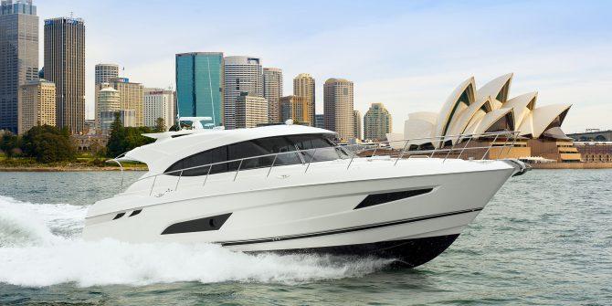 Riviera 5400 Sport Yacht Running 03