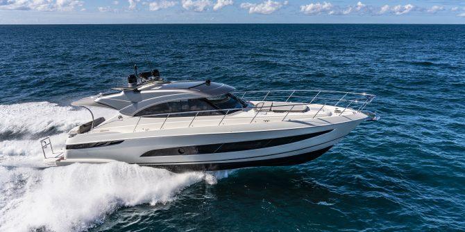 Riviera 4800 Sport Yacht Series II Platinum Edition Running 02