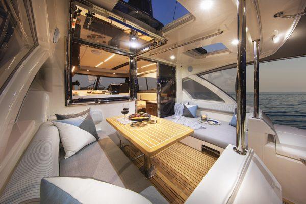 Riviera 505 SUV Mezzanine 01 Daybed