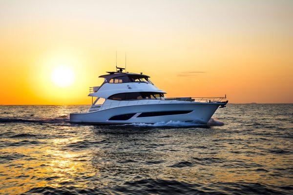 Riviera-68-Sports-Motor-Yacht-Cruising-13-R